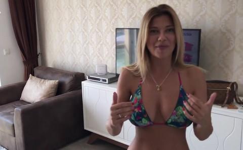 Kija Kockar nam je pokazala svoj LUKSUZNI APARTMAN, a zatim progovorila o 'PRIVOĐENJU'! Video