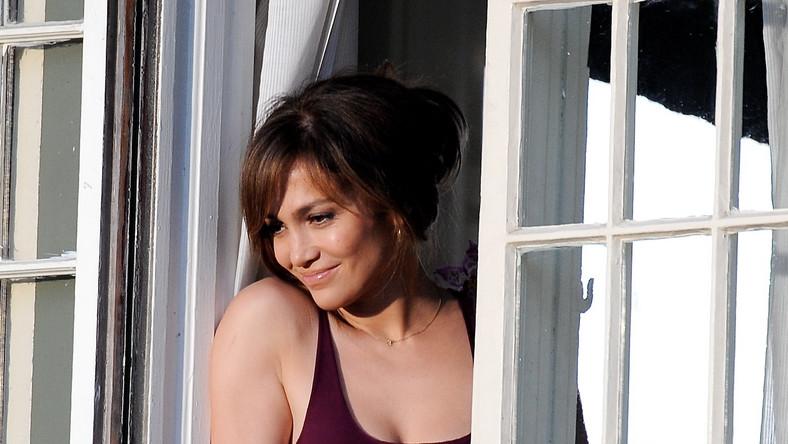 Jennifer Lopez wciela się w matkę nastolatka, która niedawno postanowiła się rozwieść z jego ojcem