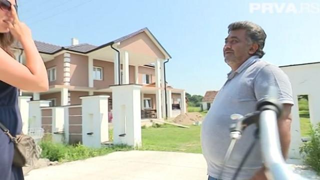 Vladan ispred novog porodičnog doma