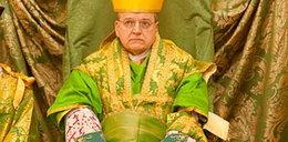 Papież wyrzucił kardynała modnisia
