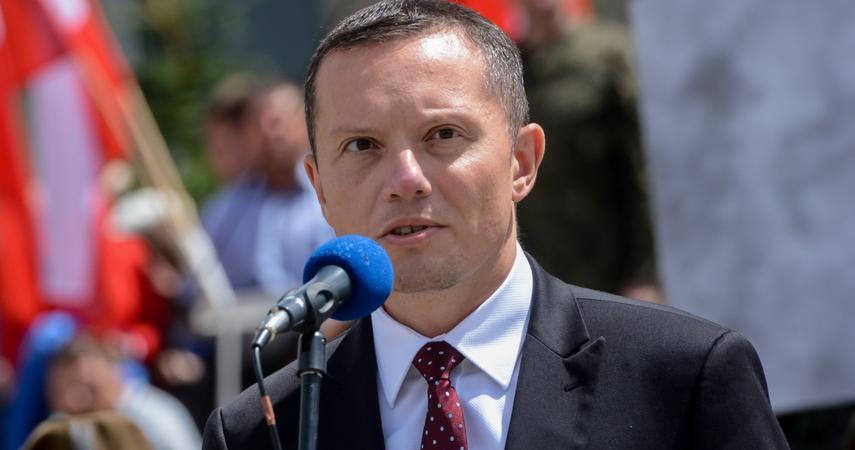 Poczta Polska - kim jest nowy prezes Tomasz Zdzikot, ile zarobi