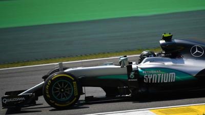 Rosberg pips Hamilton in final Brazil GP practice