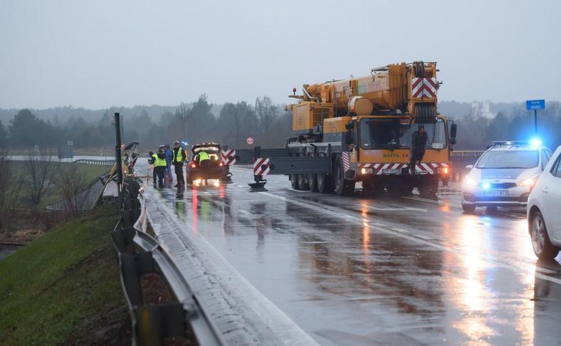 Miejsce wypadku ciężarówki do przewozu drewna