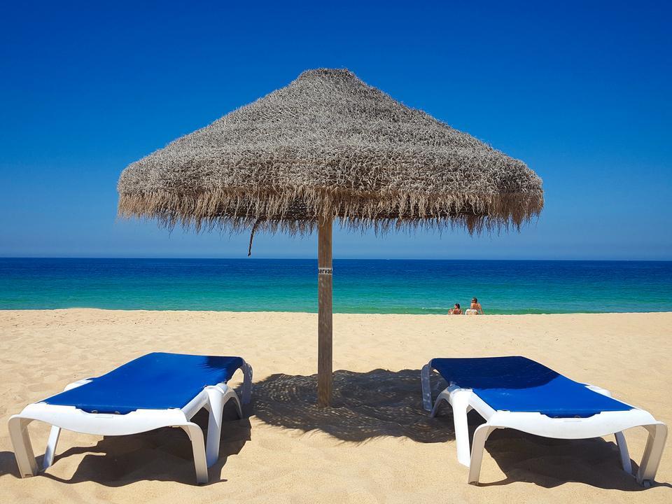 Praia do Carvalhal - jedna z najpiękniejszych piaszczystych plaż wybrzeża Alentejo.