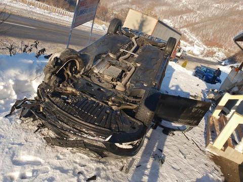JEZIVO! ŠABANOV NASLEDNIK DOŽIVEO TEŠKU SAOBRAĆAJKU: Automobil se PREVRNUO NA KROV!