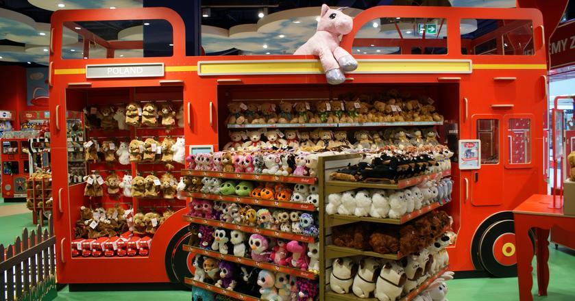 Hamleys to jeden z najstarszych angielskich sklepów z zabawkami. Sieć posiada ponad 70 lokalizacji na całym świecie, w tym w Dublinie, Dubaju, Ammanie, Glasgow, Bombaju, Madrasie i Rijadzie.