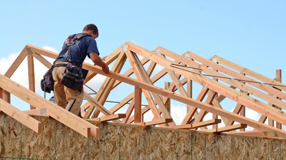 Kiedy warto wybrać dach z blachy trapezowej?