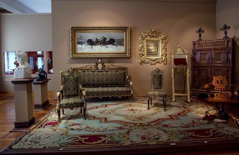 Zamkowe wnętrza wyposażono w autentyczne przedmioty z XVII wieku