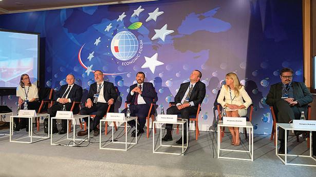 O tym, jak sobie radzić, gdy w samorządowej kasie brakuje pieniędzy, dyskutowano na Forum Ekonomicznym w Karpaczu