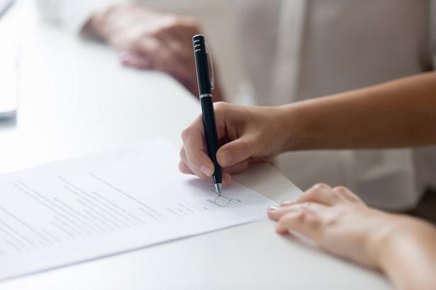 Przyszły pracownik zyskuje status pracownika dopiero z dniem określonym w umowie o pracę jako dzień rozpoczęcia pracy