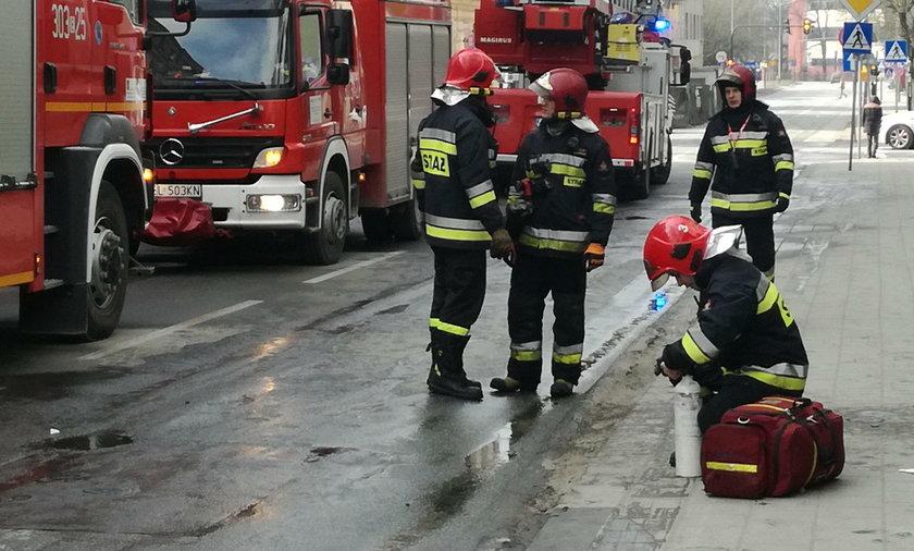 Pożar przy Struga. Dwie osoby wyszły z poparzeniami, nie udało się uratować papugi