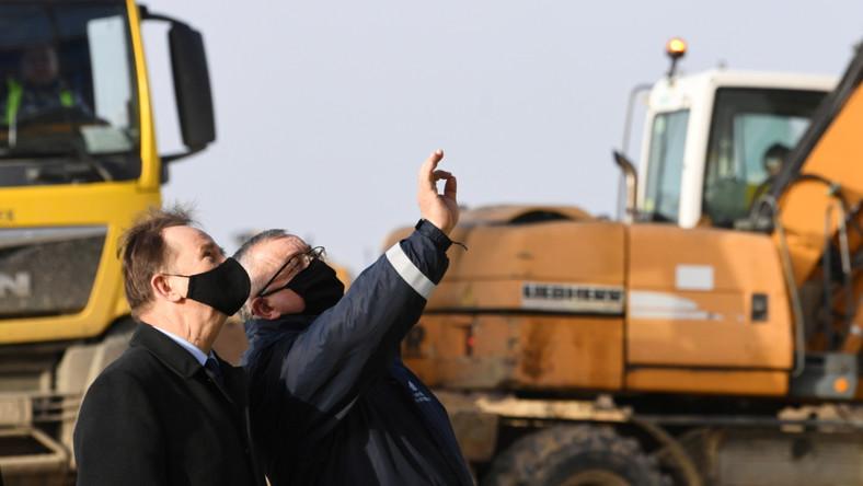 Minister infrastruktury Andrzej Adamczyk oraz marszałek województwa podkarpackiego Władysław Ortyl