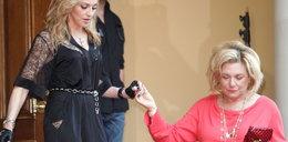 54-letnia piosenkarka w kusej spódniczce. Przegięła?
