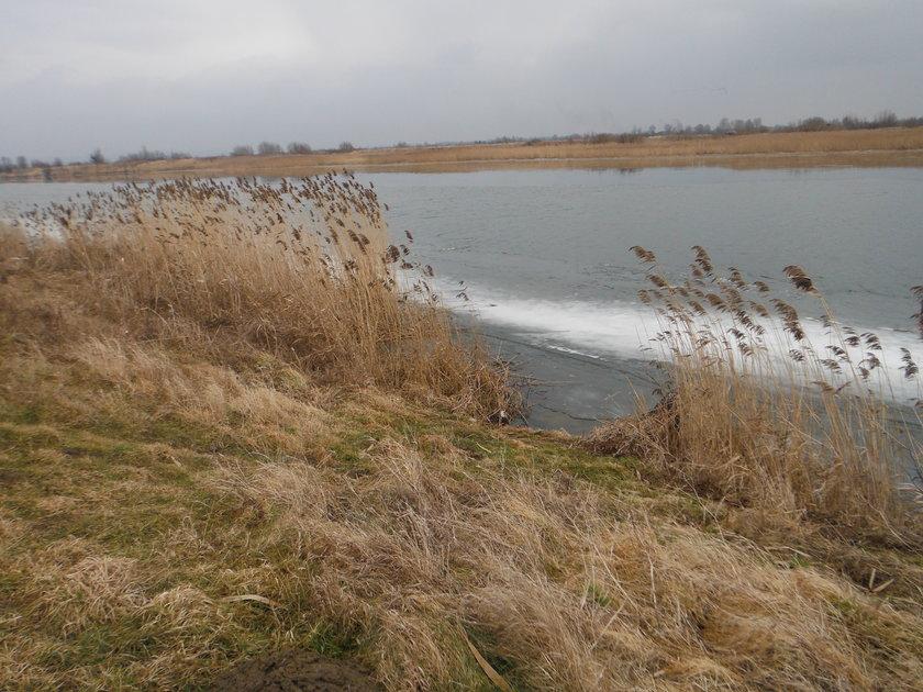 w tym miejscu kobieta wpadła pod lód, miejscowość Kępki