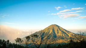 Kawah Ijen - wulkan, po którego zboczach płynie niebieska lawa