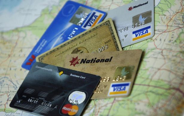 Korzystając z karty kredytowej można cieszyć się darmowym kredytem