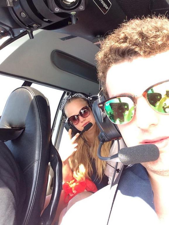 Viktor Mikula pilotira helikopterom