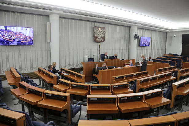 """Senatorowie KO przeprosili za czwartkową """"wpadkę"""" ws. głosowania nad ustawą ratyfikacyjną."""