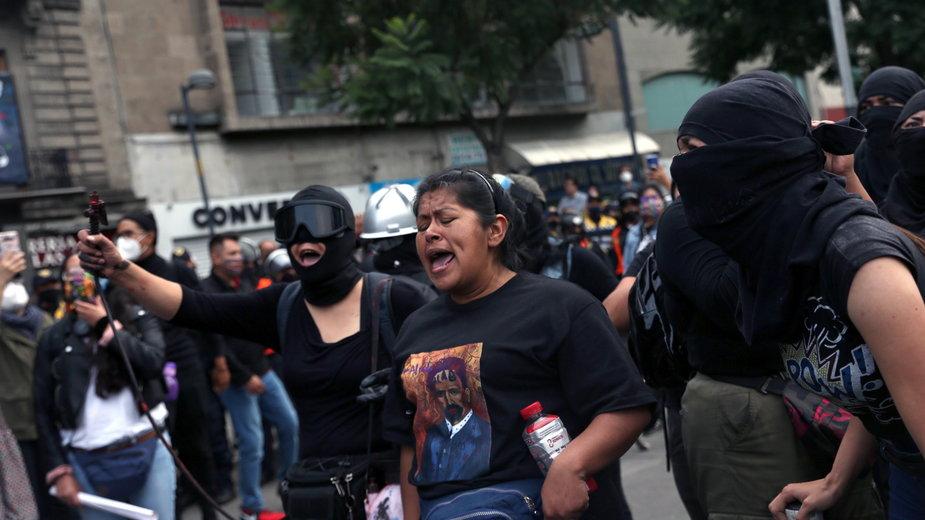 Zamieszki na ulicach meksyku w związku ze sprawa zaginięcia studentów