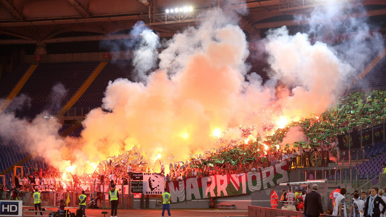 Kibice Legii na stadionie w Rzymie