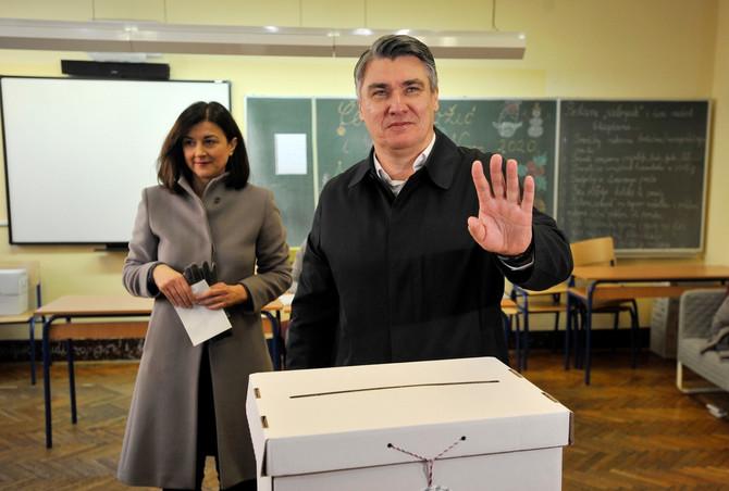 Zoran Milanović sa suprugom danas na glasanju u Zgarebu