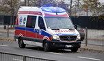 Policjanci zatrzymali dziwnie zachowujący się na drodze ambulans. Osłupieli, kiedy zajrzeli do środka