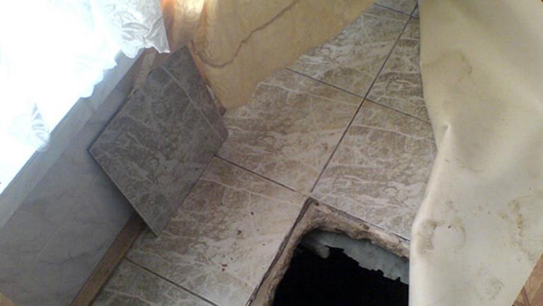Policjanci znaleźli 32-letniego przestępcę w skrytce pod podłogą