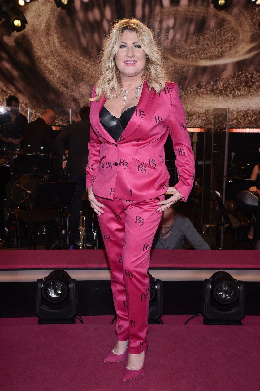 Beata Kozidrak w różowym kostiumie