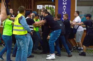 Pobicie działacza KOD w Radomiu: Komendant traci stanowisko, trzech mężczyzn z zarzutami