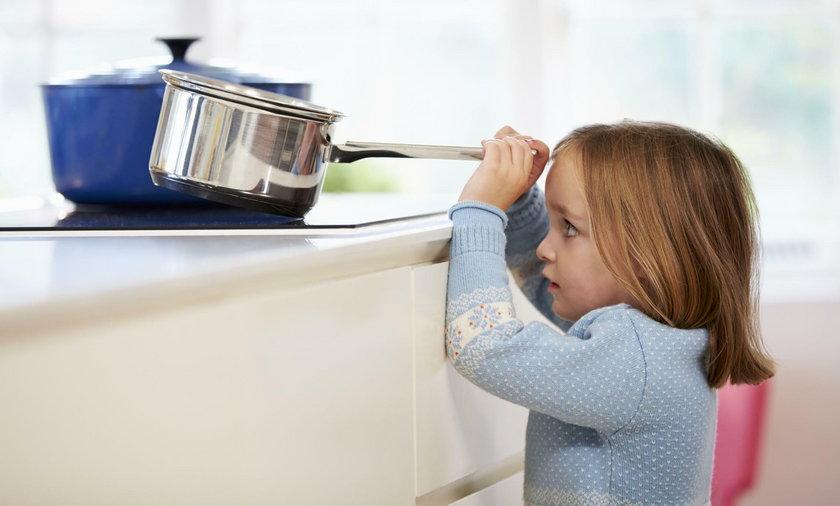 Dlaczego nie wolno pozostawiać dziecka samego w domu? Bezpieczeństwo dziecka