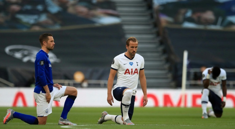 Kane says Premier League players should keep taking the knee in racism fight