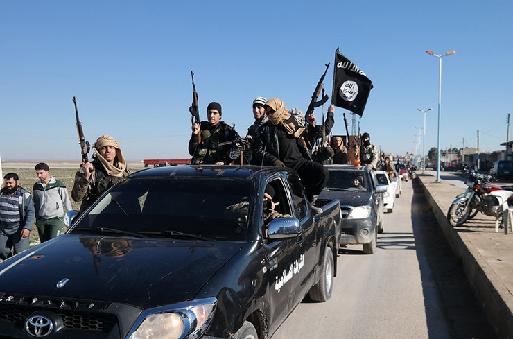 620158_-islamic-state-militants-pass-by-a-convoy-in-tel-abyad-town-northeast-syria.-ap