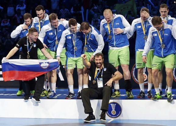 Veselin Vujović slavi medalju sa Slovenijom