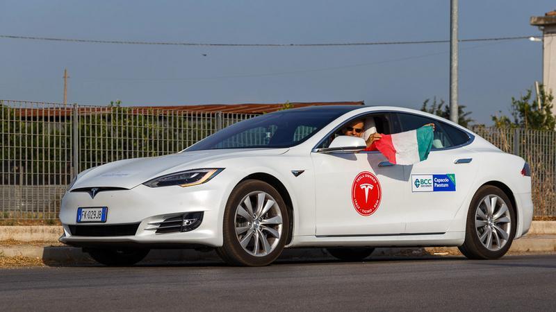 Tesla pokonała rekordowy dystans na jednym ładowaniu