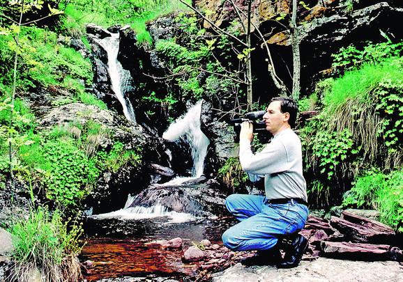 Vladimir Manić ispred slapa na Čunguljskom potoku