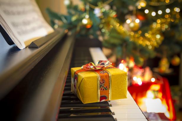W przeciwieństwie do poprzedniego roku, w tym Polacy przeznaczą więcej na prezenty (51 proc. świątecznego budżetu) niż na jedzenie (39 proc).