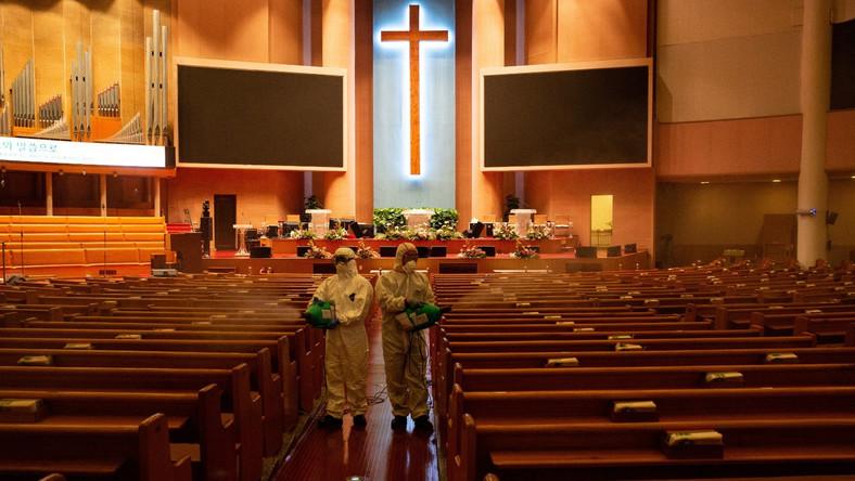 Korea Południowa. Dezynfekcja kościoła