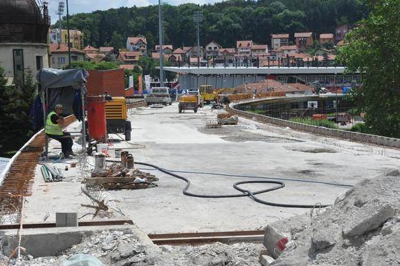 Ložionički  most: Asfalt krio dotrajalu konstrukciju