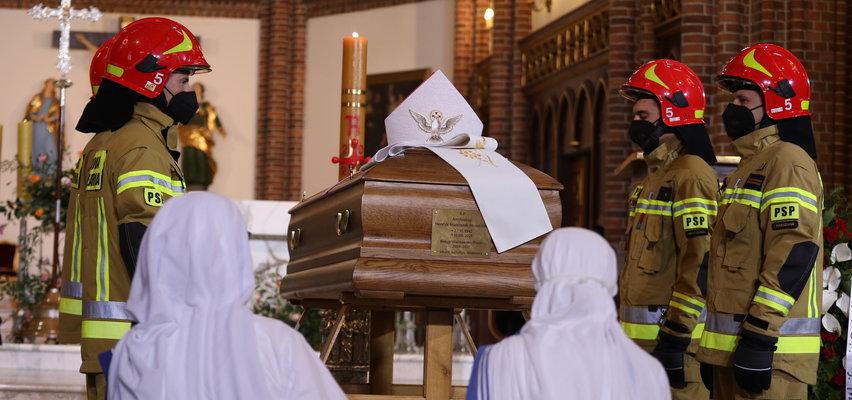 Wierni, przyjaciele i rodzina żegnają arcybiskupa Henryka Hosera