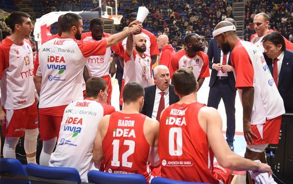 Košarkaši Crvene zvezde sa novim trenerom Draganom Šakotom