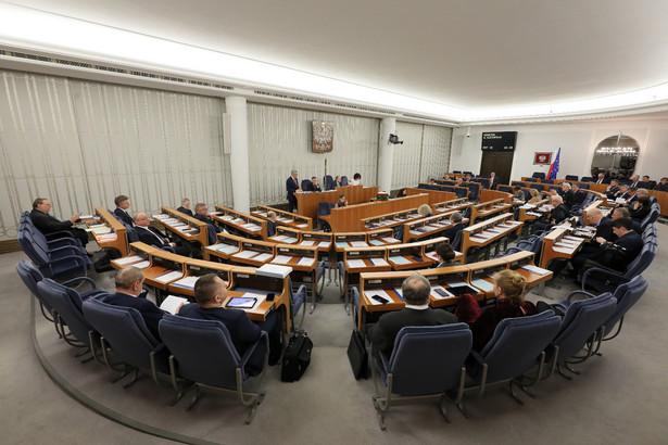 Za podjęciem uchwały w tej sprawie głosowało 58 senatorów, jeden był przeciw, a 36 wstrzymało się od głosu. Teraz projekt trafi pod obrady Sejmu