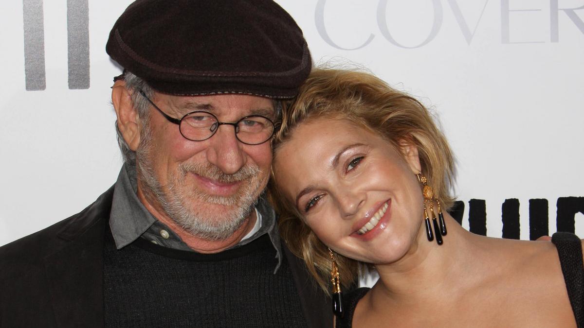 Drew Barrymore bevallotta: ilyen képeket küldött Steven Spielbergnek