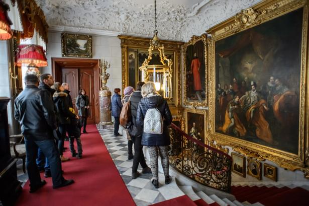 """Dr Piekarska-Duraj odniosła się do przypadku muzeów lokalnych. """"Pojęcie globalizacji mieści się w bardzo abstrakcyjnych ramach i tak naprawdę nie przekłada się na to, co dzieje się na poziomie lokalnym. Jednocześnie wiele muzeów w Polsce stara się dać ludziom poczucie przynależności do miejsca"""" - podkreśliła badaczka. Na zdjęciu Muzeum Zamoyskich w Kozłówce"""