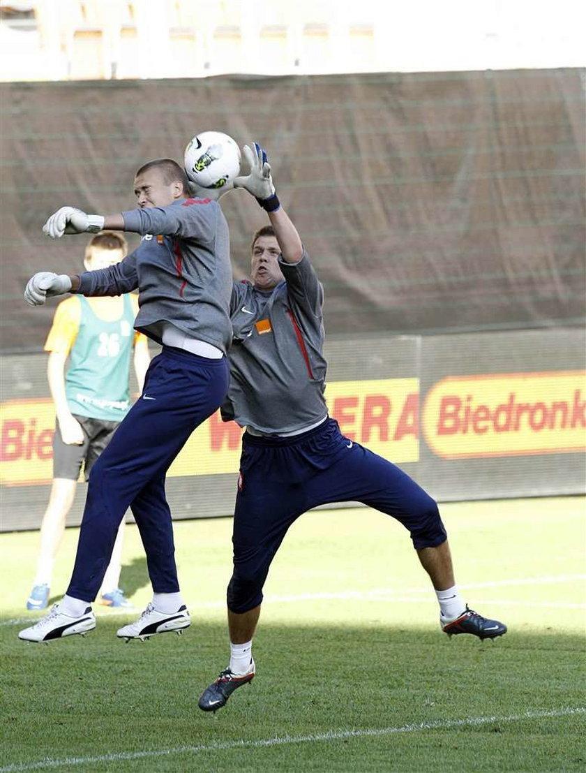 Grzegorz Sandomierski na zgrupowaniu reprezentacji grał w pomocy. Przez to może mieć trudności w Genk