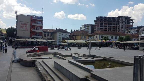 Gradski trg u Tutinu gotovo je prazan