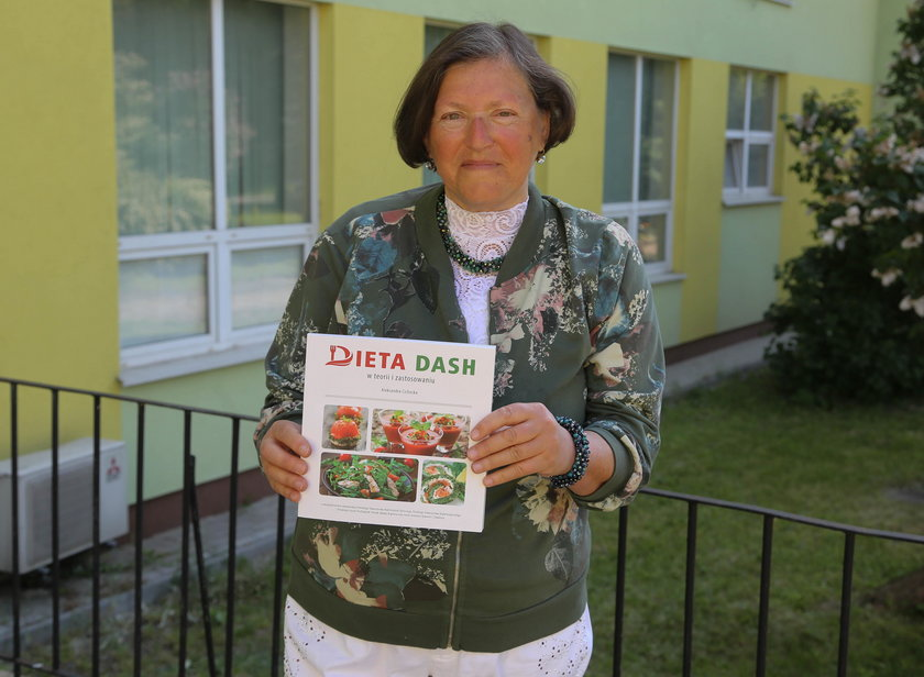 """Więcej o diecie DASH oraz ciekawe przepisy można znaleźć w książce """"Dieta DASH w teorii i zastosowaniu"""" autorstwa Aleksandry Cichockiej"""