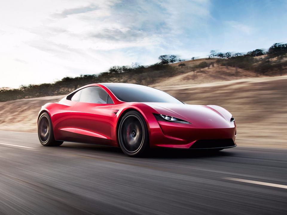 Roadster napędzany będzie trzema silnikami elektrycznymi.