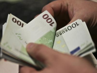 Przewóz przez granicę gotówki odpowiadającej wartości 10 tys. euro lub więcej należy zgłosić