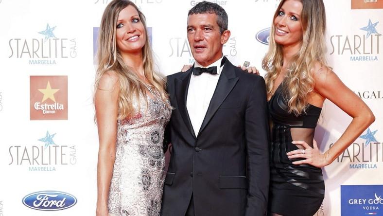 Aktor pojawił się ostatnio na gali charytatywnej w hiszpańskiej Maladze z... dwiema kobietami - w dodatku siostrami!