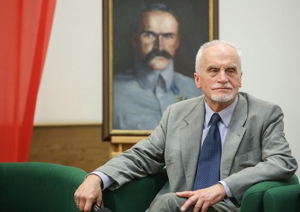 Piotr Łukasz Andrzejewski, były senator (bezpartyjny, w ostatnich wyborach ponownie startował z listy PiS), adwokat, działacz opozycji demokratycznej w PRL, członek Trybunału Stanu